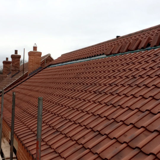 https://www.bluedotroofing.uk/wp-content/uploads/2018/01/Lincoln-clay-pan-tiles-brant-broughton-3-540x540.jpg