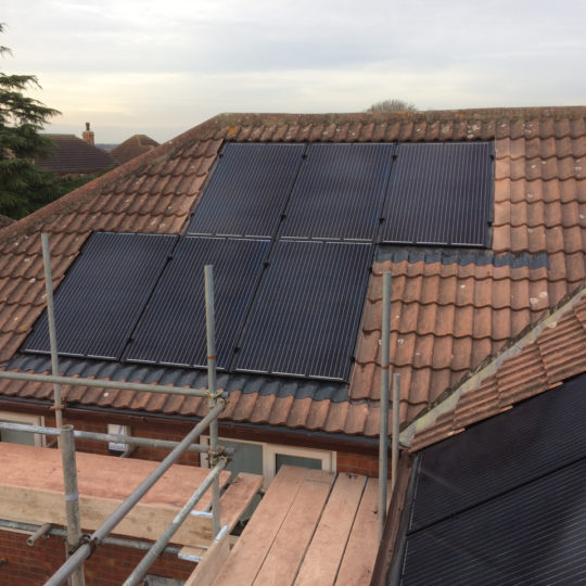 https://www.bluedotroofing.uk/wp-content/uploads/2018/01/Solar-panels-25-540x540.jpg