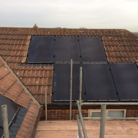 https://www.bluedotroofing.uk/wp-content/uploads/2018/01/Solar-panels-26-540x540.jpg