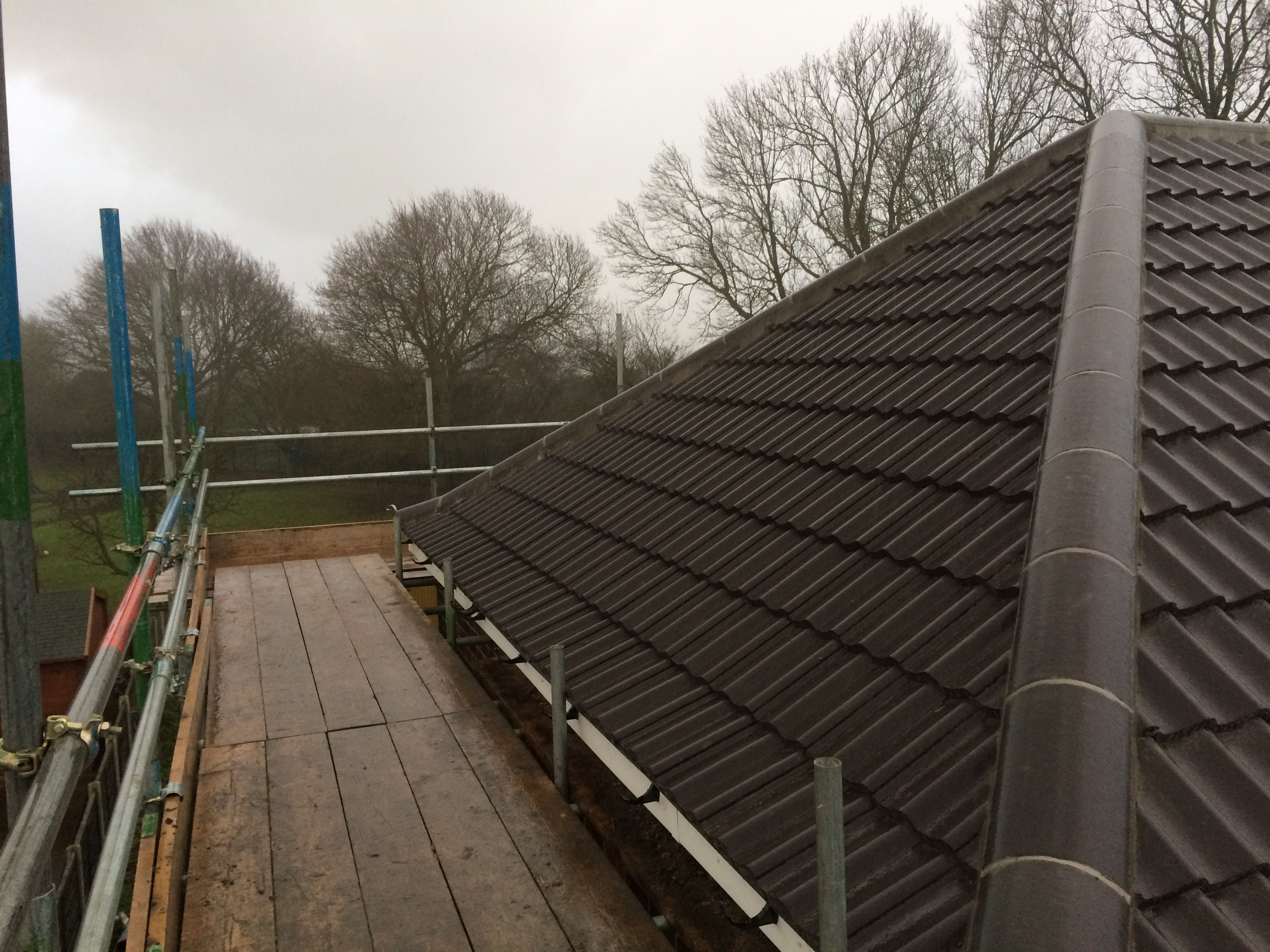 https://www.bluedotroofing.uk/wp-content/uploads/2018/01/bluedot-roofing-re-roof-marton-1.jpg