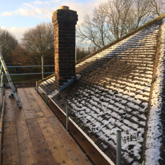 https://www.bluedotroofing.uk/wp-content/uploads/2018/01/bluedot-roofing-re-roof-marton-3-540x540.jpg