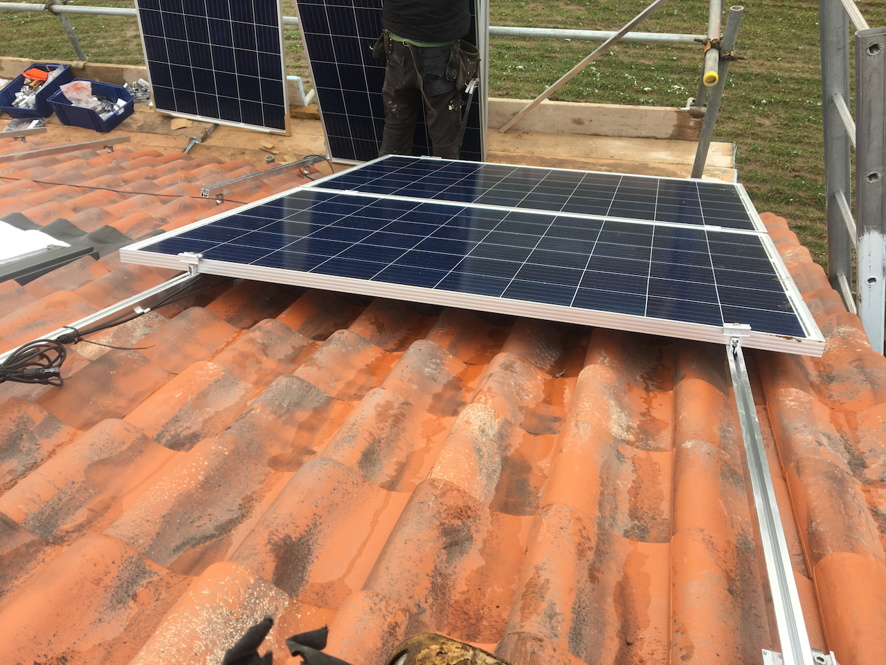https://www.bluedotroofing.uk/wp-content/uploads/2018/02/Solar-PV-Installtion-South-Clifton-Lincs-2.png