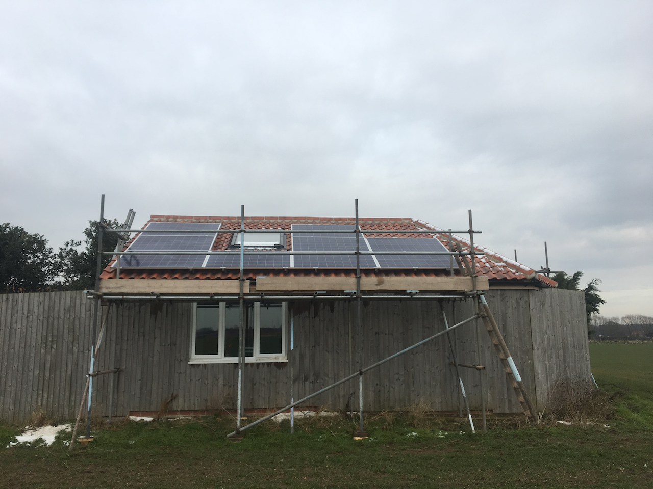 https://www.bluedotroofing.uk/wp-content/uploads/2018/02/Solar-PV-Installtion-South-Clifton-Lincs-3.png
