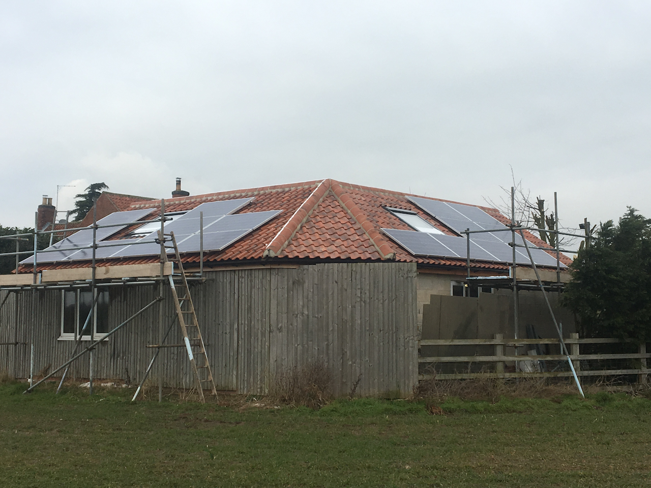 https://www.bluedotroofing.uk/wp-content/uploads/2018/02/Solar-PV-Installtion-South-Clifton-Lincs-4.png