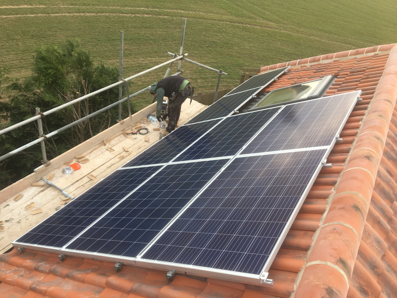https://www.bluedotroofing.uk/wp-content/uploads/2018/02/Solar-PV-Installtion-South-Clifton-Lincs-6.png
